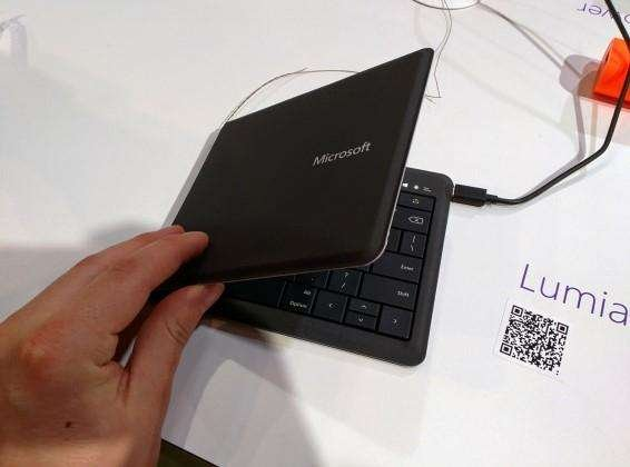 universa-foldable-keyboard